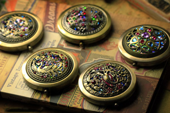 Portable Antique Style Bronze Compact Pocket Mirror